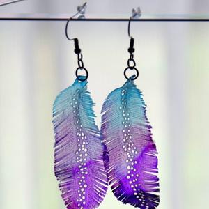 Tollafülbe/ Feather earrings 2, Ékszer, Fülbevaló, Lógós kerek fülbevaló, Ékszerkészítés, Újrahasznosított alapanyagból készült termékek,  Madártoll alakú, pillesúlyú, áttetsző fülbevaló texturált mintázattal, akvarellszerűen festve és sz..., Meska