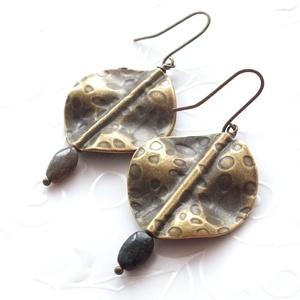 Rája...turmalin bronz fülbevaló, Lógós fülbevaló, Fülbevaló, Ékszer, Ékszerkészítés, 9 * 6 mm-es ovális feketészöld színű turmalinból, és 30 mm átmérőjű bronz köztesből készült fülbeval..., Meska