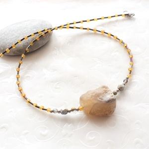 Egyköves... rusztikus amber achát nyaklánc, Ékszer, Nyaklánc, Gyöngyös nyaklác, Ékszerkészítés, Az Egyköves kollekció az egyszerűség jegyében készült, a kevesebb néha több jeligével.\nSemmi csalafi..., Meska
