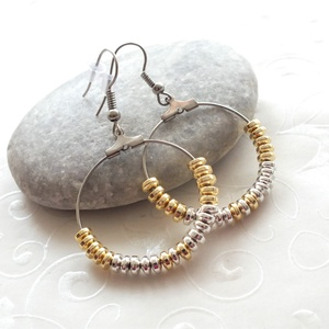 Arany vagy ezüst?... hematit karika fülbevaló, Ékszer, Fülbevaló, Karika fülbevaló, Ékszerkészítés, Arany vagy ezüst? Hát... mindkettő egyszerre.:)\n4 * 2 mm-es arany és ezüst színű hematit rondellákat..., Meska