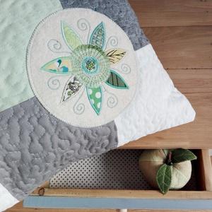 TAVASZHÍRNÖK - patchwork párna (colette) - Meska.hu