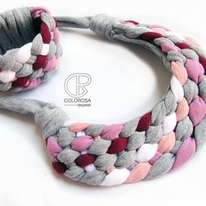 Szürke de színes. Textil ékszerszett. Csíkos, rózsaszín, bordó, fehér, Ékszerszett, Ékszer, Ékszerkészítés, Újrahasznosított alapanyagból készült termékek, A szürke minden esetben kiemeli a színek erejét. Ezért szeretem ezt a színt az öltözködésben is. \nPó..., Meska