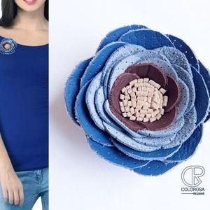 Barna-kék bross(kitűző, táskabross) bőrből, Ékszer, Kitűző & Bross, Kitűző, Bőrművesség, Ékszerkészítés, Különlegessé, egyedivé tudod varázsolni az öltözéked ezzel a kis brossal.\nÁtmérője 7,5 cm...., Meska