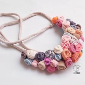 Virág csokor. Textil nyaklánc. Pasztell, rózsák, póló, Ékszer, Nyaklánc, Statement nyaklánc, Ékszerkészítés, Újrahasznosított alapanyagból készült termékek, Meska