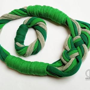 Zöld textil ékszerszett. Tavasz, üde zöldek, fonás, nyaklánc, karkötő, Ékszer, Ékszerszett, Ékszerkészítés, Újrahasznosított alapanyagból készült termékek, Meska