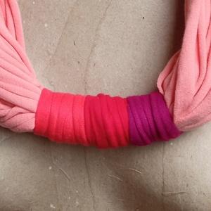 Púder rózsaszín textil nyaklánc, Ékszer, Nyaklánc, Statement nyaklánc, Ékszerkészítés, Újrahasznosított alapanyagból készült termékek, Nagyon szép púder rózsaszín ennek a textil nyakláncnak az alapja. Hátul három tónusában kicsit eltér..., Meska