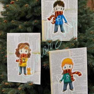 Harry Potter print szett 3 db A4, Gyerek & játék, Gyerekszoba, Otthon & lakás, Képzőművészet, Dekoráció, Illusztráció, Fotó, grafika, rajz, illusztráció, Nem árulok el nagy titkot, ha azt mondom, hogy a Harry Potter könyveket és filmeket rengetegen szere..., Meska