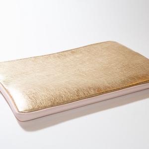 """Golden lady - laptop tartó, Táska, Divat & Szépség, Táska, Laptoptáska, Bőrművesség, Varrás, Design: \n\n13\""""-os laptop tartóm védi és díszíti is a géped! A minta feltűnő és csajos, az előrész és ..., Meska"""
