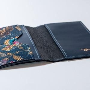 Vintage flowery - dark blue - útlevéltok, Táska, Divat & Szépség, Táska, Pénztárca, tok, tárca, Szeretsz igényesen utazni? Válassz a bőr útlevél tartóim közül. Praktikus és tartós, finom tapintáss..., Meska