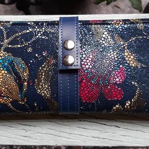 Vintage flowery case - valódi bőr tárca, Táska & Tok, Pénztárca & Más tok, Pénztárca, Bőrművesség, Varrás, Design: \n\nModern, praktikus, tartós, de mindenekelőtt csajos és megbízható! Erős marhabőrből, kecske..., Meska