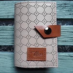 Caramel perfection - bankkártya tartó, Táska & Tok, Pénztárca & Más tok, Kártyatartó & Irattartó, Bőrművesség, Varrás, Design: \n\nStílusos, csajos bankkártya tartót készítettem vastag marhabőrből. 12 részes műanyag kárty..., Meska