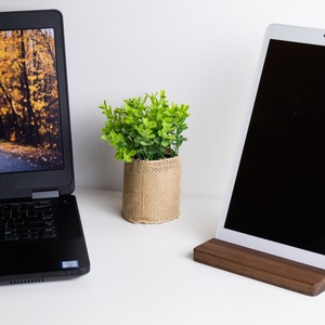 Fából készült asztali tablet tartó, Otthon & Lakás, Famegmunkálás, Különleges kiegészítő, amiben megtalálja helyét a tableted, legyen az Apple iPad, Galaxy Tab vagy eg..., Meska