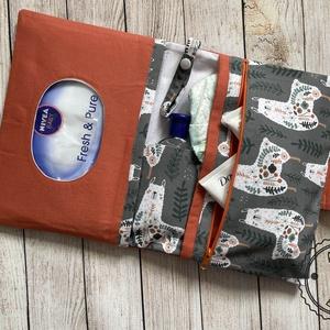 Prémium designer pelenkatartó táska + pelenkázó alátét szett - játék & gyerek - babalátogató ajándékcsomag - Meska.hu