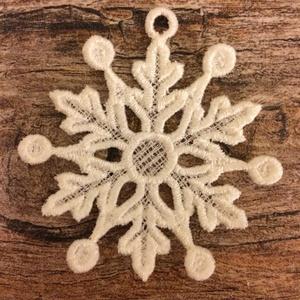 3 db Hópehely 5x6/1(3db/csomag), Otthon & lakás, Dekoráció, Ünnepi dekoráció, Karácsony, Karácsonyfadísz, Csipkekészítés, Hímzés, \nA csipkéimhez egy speciális-zselatin lapra emlékeztető- anyagot használok. Rámába feszítem, csipkéz..., Meska