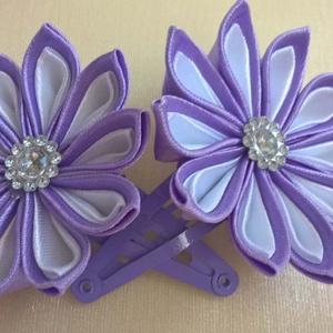 Hajcsat szaténvirággal, Táska, Divat & Szépség, Hajbavaló, Ruha, divat, Hajcsat, Mindenmás, Lányka hajcsat szaténszalagból készült kanzashi virágokkal díszítve. A virág mérete kb 5 cm, bármily..., Meska