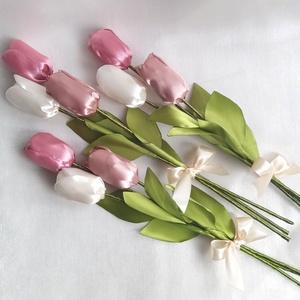 Szatén örök tulipán, Lakberendezés, Otthon & lakás, Dekoráció, Csokor, Mindenmás, Szaténszalagból készítek tulipánt, amit igyekeztem, hogy teljesen élethű legyen. Örök emlék Édesanyá..., Meska