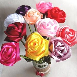 Szatén örök rózsaszál, Csokor & Virágdísz, Dekoráció, Otthon & Lakás, Mindenmás, Szaténszalagból készítek rózsát, amit igyekeztem, hogy teljesen élethű legyen. Örök emlék Édesanyána..., Meska