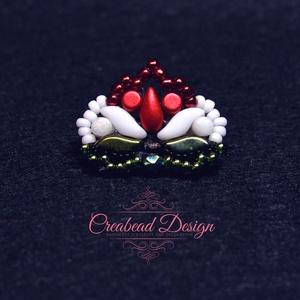 Creabead Design trikolór ékszer/kitűző, Ékszer, Gyöngyfűzés, gyöngyhímzés, Creabead Design trikolór kiegészítő, melyet ékszerként és kitűzőként is lehet kérni. Ékszer esetén f..., Meska