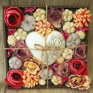 Virágbox kőszívvel, Csokor & Virágdísz, Dekoráció, Otthon & Lakás, Virágkötés, Ez a pink színű virágbox tökéletes ajándék lehet minden alkalomra. A virágdobozt lézervágott technik..., Meska