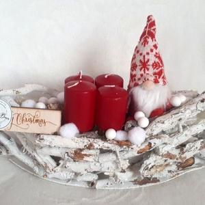 Adventi asztaldísz manóval, Otthon & Lakás, Karácsony & Mikulás, Adventi koszorú, Virágkötés, A dekorációt egy fehér kéreg csónak alapba készítettem. Tűzőhab segítségével termésekkel, bogyókkal ..., Meska