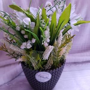 Dekoráció hóvirággal, Otthon & Lakás, Fürdőszoba, Fürdőszobai dekoráció, Virágkötés, A dekort egy műanyag kaspóba készítettem és selyemvirágokkal díszítettem. Méret kb 25 cm magas és kb..., Meska