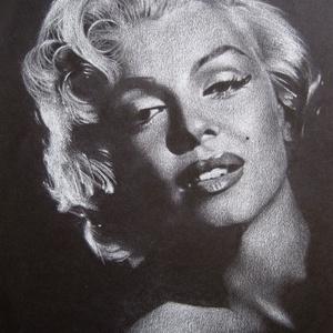 """Marilyn Monroe portré - A4 méretű, fehér ceruzával készült grafika, Otthon & lakás, Képzőművészet, Grafika, Rajz, Lakberendezés, Falikép, Dekoráció, Fotó, grafika, rajz, illusztráció, A4 méretű, fehér ceruzával készült rajz.  \nA grafika \""""falrakész\"""", az ár képkerettel együtt értendő. ..., Meska"""