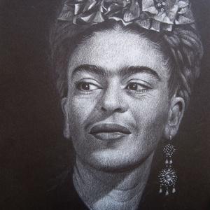 """Frida Kahlo portré - Fehér ceruzával készült, A4 méretű grafika, Otthon & lakás, Képzőművészet, Grafika, Rajz, Lakberendezés, Falikép, Dekoráció, Fotó, grafika, rajz, illusztráció, A4 méretű, fehér ceruzával készült rajz.  \nA grafika \""""falrakész\"""", az ár képkerettel együtt értendő. ..., Meska"""
