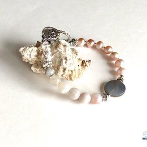 Pink pearl női gyöngy karkötő, Esküvő, Ékszer, Karkötő & Csuklódísz, Ékszerkészítés, Gyöngyfűzés, gyöngyhímzés, A teljes kört bezáró gyöngy láncok az élet teljességét szimbolizálják, illetve a tradíciók tovább él..., Meska