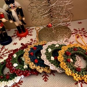 Egyedi karácsonyfadísz, Karácsony & Mikulás, Karácsonyfadísz, Horgolás, Tökéletes karácsonyfadísz az egyediséget kedvelők számára. A kollekció minden darabja egyedi tervezé..., Meska