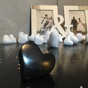 Fekete vallomás, Dísztárgy, Dekoráció, Otthon & Lakás, Kőfaragás, Szobrászat, Csillogó fekete márványból készítettem ezt szép formájú kis szívecskét. Szerelmi vallomáshoz, évford..., Meska