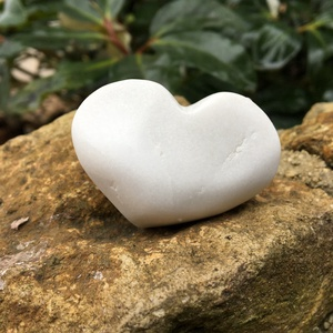 Mini hófehér, Otthon & Lakás, Dekoráció, Dísztárgy, Lepd meg csajodat vagy barátnődet ezzel a kis gyönyörüséggel!  Fehér thassosi márványból kifaragva. ..., Meska