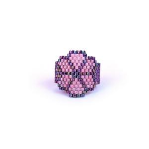 Tavasz Virág peyote gyűrű Lucky Clover , Ékszer, Gyűrű, Gyöngyös gyűrű, Ékszerkészítés, Gyöngyfűzés, gyöngyhímzés, Szereted a virágos, virágmintás kiegészítőket? Ha igen, ez az alkotás pont neked való :) \n\nSzerencsé..., Meska