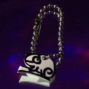 Kaméleon alakú kulcstartó, DIY (Csináld magad), Zsugorka, Kb. egy cm nagyságú, kaméleon alakú, alkoholos filcel, zsugorka fóliára készűlt kulcstartó. Olyan mi..., Meska