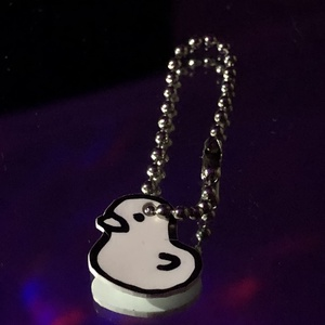 Kacsa alakú kulcstartó, DIY (Csináld magad), Zsugorka, Kb. egy cm nagyságú, kacsa alakú, alkoholos filcel, zsugorka fóliára készűlt kulcstartó. Olyan mint ..., Meska