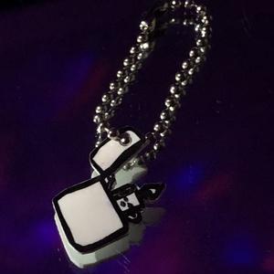 Öngyújtó alakú kulcstartó, DIY (Csináld magad), Zsugorka, Kb. 2 cm kézzel, alkoholos filcel rajzolt, zsugorka fóliával készített öngyújtó formájú kulcstartó. ..., Meska