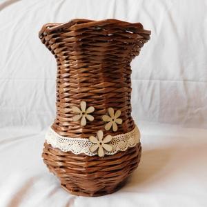 Fonott barna váza, Otthon & Lakás, Dekoráció, Váza, Fonás (csuhé, gyékény, stb.), Újrahasznosított alapanyagból készült termékek, Újságpapírból sodort papírvesszőkből fontam ezt a vázát. A faragasztós keményítés és lakkozás eredmé..., Meska