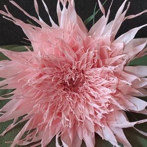 Papírvirág , Otthon & lakás, Dekoráció, Dísz, Papírművészet, Óriás papírvirág, halvány rózsaszín színben.  kb. 50 cm nagyságban.   , Meska