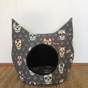SKULL-Cicabúvóhely, Cicáknak & Macskáknak, Kisállatoknak, Otthon & Lakás, Varrás, Macskák számára készült búvóhely. Két méretben készülnek. Az M-es kicsiknek és 4-5 kilós macskák szá..., Meska