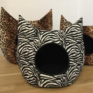 ZEBRA és LEO, Cicáknak & Macskáknak, Kisállatoknak, Otthon & Lakás, Varrás, Búvóhelyek cicáknak, két méretben készülnek. Az aljában szivacspárna szolgálja a kényelmet, melynek ..., Meska