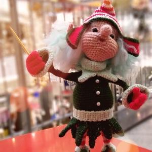 Újévi Elf Louis, Játék & Gyerek, Plüssállat & Játékfigura, Manó, Gyurma, Horgolás, Oksana Makeeva gondolata alapján készítettem ezt a játékot.\n\nMéret:  20 cm.\n\nFélig gyapjúból horgolt..., Meska