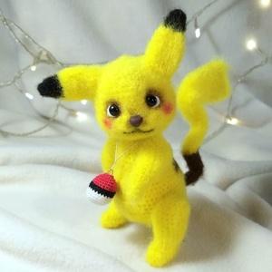 Baby Pikachu, Gyerek & játék, Otthon & lakás, Dekoráció, Játék, Ünnepi dekoráció, Gyereknap, Horgolás, Gyurma, Méret: 15 cm. (fülek nélkül)\nHorgolt Akrilből, \nAz orr Fimoből készült.\nFej mozogható.\n, Meska
