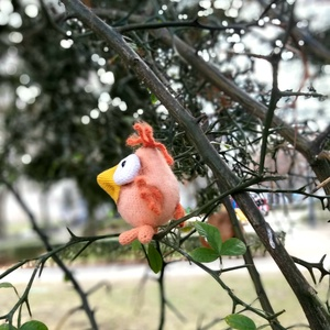 Kis madár, Játék & Gyerek, Plüssállat & Játékfigura, Madár, Horgolás, Eljött a tavasz. A madarak fésket kezdtek építeni, ahol csibék kezdtek megjelenni. Magasság-9cm...., Meska