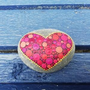 Festett mandala - Mandalakő - Ajándék nőknek, férfiaknak - Painted mandala  - Szeretet mandala kő (csakrakovek) - Meska.hu