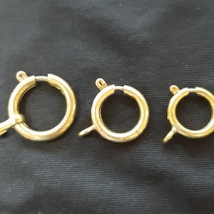 Rugós gyűrű zsebóralánchoz, három méretben, sárgarézből , Zsebóra, Karóra és Ékszeróra, Ékszer, Ötvös, Saját gyűjteményem alapján sárgaréz lemezből csövet készítettem, meghajlítottam, majd méretre vágtam..., Meska
