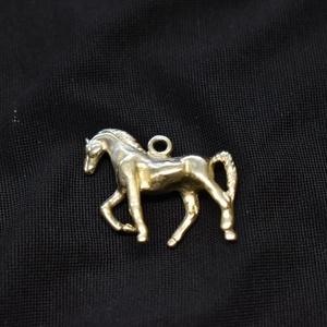 """Zsebóralánc függő, medál \""""lépő ló\"""" sárgarézből , Ékszer, Karóra és Ékszeróra, Zsebóra, Ötvös, Az eredetivel teljesen megegyező mintát készítettem. A mintát viaszveszejtéses technikával megöntett..., Meska"""