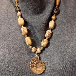 Jáspis nyaklánc ammonitesz medállal (csendkovek) - Meska.hu