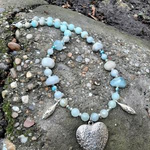 Akvamarin nyakék ezüst színű szív medállal és jáspissal - Meska.hu