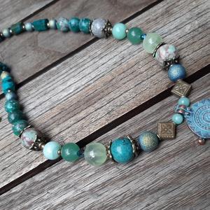 Krizokolla-aventurin-perui kék opál-fagyos üveggyöngy-prehnit nyaklánc antikolt spirál medállal, Ékszer, Nyaklánc, Medálos nyaklánc, Ékszerkészítés, Meska
