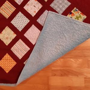Baby quilt / Babatakaró, Otthon & lakás, Gyerek & játék, Gyerekszoba, Falvédő, takaró, Lakberendezés, Lakástextil, Takaró, ágytakaró, Patchwork, foltvarrás, Bordó és türkizkék, vidám mintás puha takaró babáknak. Garantáltan egyedi darab.\nA patchwork minta p..., Meska