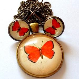 Piros pillangó szett, Ékszer, Ékszerszett, Ékszerkészítés, A képen látható szett nikkelmentes antikolt bronz színű alapból és üveglencséből áll. A medál átmérő..., Meska